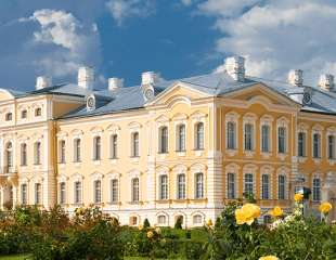 1920x410_0000s_0005_50_The-view-of-Rundale-Palace